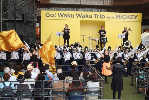 ミッキー新幹線 初日に、鹿児島でお出迎え式