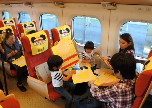 ミッキー新幹線、車内でカンカン帽キット