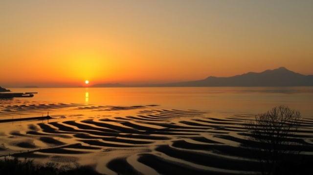 熊本の絶景 おこしき海岸(御輿来海岸)、夕陽と砂紋の不思議な光景