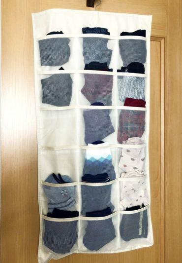 靴下の収納アイディア、吊るす収納でスッキリ