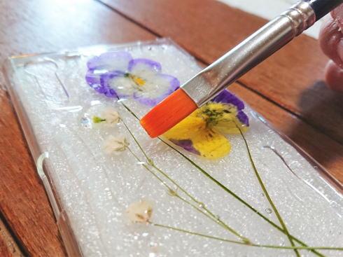UVレジンで作る 押し花スマホケース 作り方 画像2