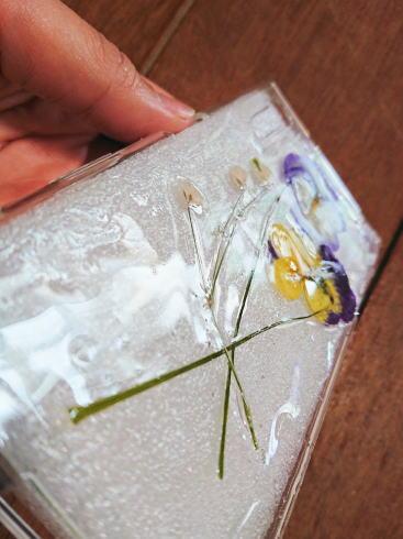 UVレジンで作る 押し花スマホケース 作り方 画像4