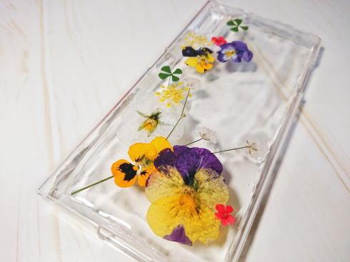 UVレジンで作る 押し花スマホケース 作り方 画像