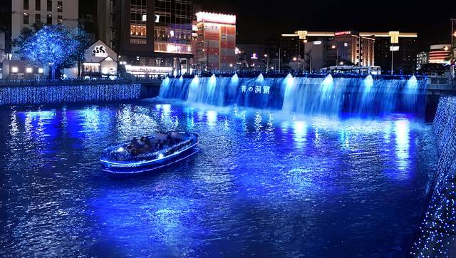 福岡に「青の洞窟」中州が幻想的なイルミネーションに包まれる3週間