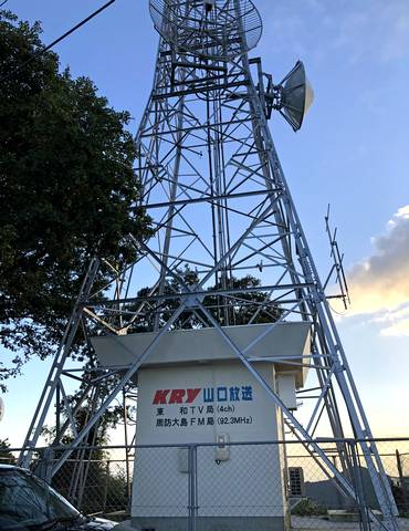 周防大島の嵩山展望台そばにたつKRY山口放送のテレビ塔