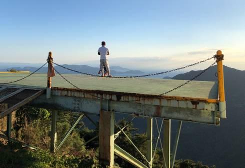 岳産展望台のランチャー台