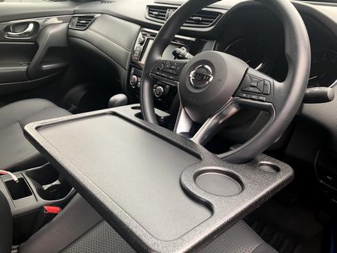 車内で食事やパソコンなど「机が欲しい」時に!車用テーブルが便利
