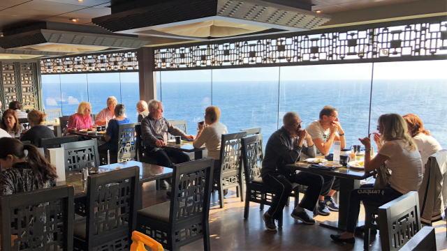 クルーズ船 レストランの雰囲気 画像1