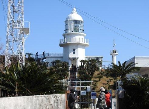 都井岬灯台、岬や海が見渡せる
