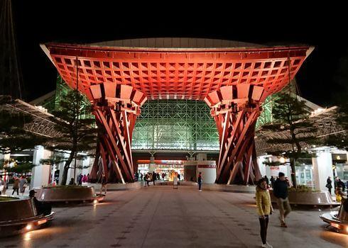 金沢駅の鼓門ライトアップ