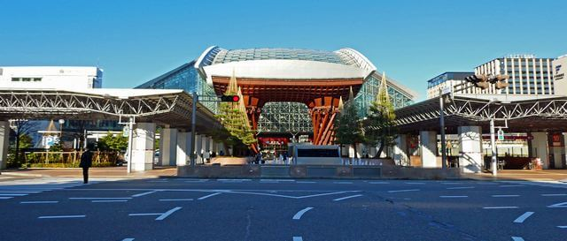 金沢駅の鼓門ともてなしドーム