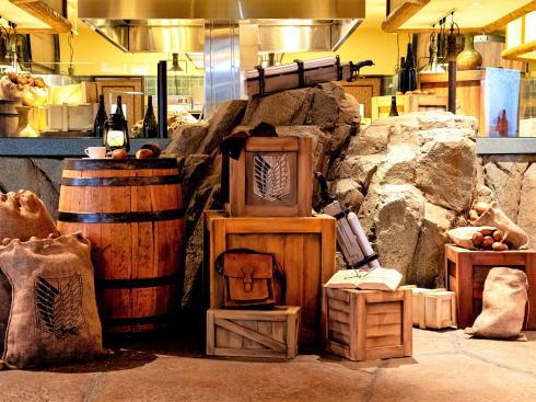 「進撃の巨人 調査兵団の食堂」店内の様子2