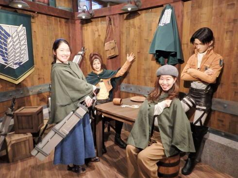 「進撃の巨人 調査兵団の食堂」クロノイドとの記念撮影例