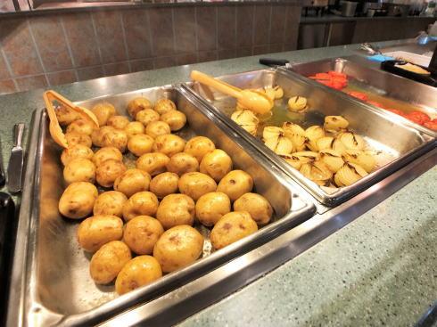 「進撃の巨人 調査兵団の食堂」料理の写真