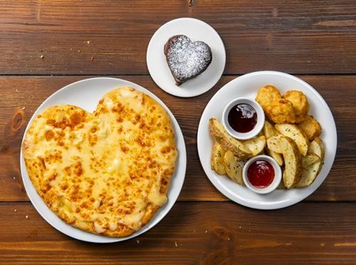 バレンタイン限定!ドミノピザからハート型ピザ「ウルトラチーズ」期間限定で