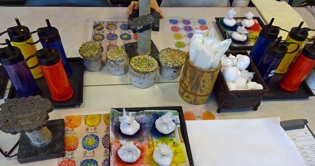 沖縄「サンゴ染め体験」で使う道具たち