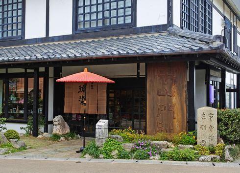沖縄で「サンゴ染め体験」ができる、首里琉染さん