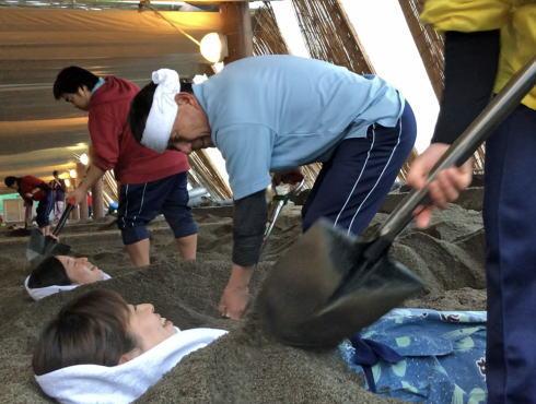 鹿児島で天然の砂むし温泉で砂風呂体験