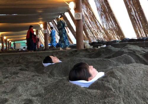 砂風呂が有名な鹿児島・指宿で、世界で唯一の「天然 砂むし温泉」を体験!