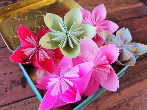 折り紙で桜!簡単・豪華に おうち花見にいかが
