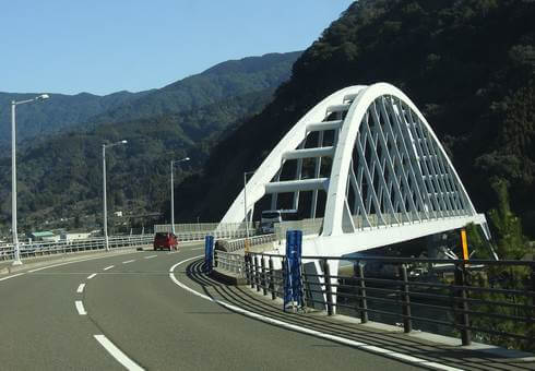 鹿児島・桜島を結ぶ牛根大橋