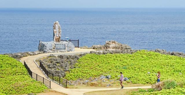 沖縄の最北端・辺戸岬へ!サンゴ岩や断崖絶壁などダイナミックな景観