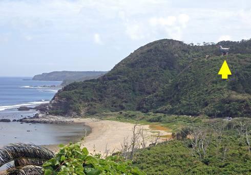 辺戸岬から向かいの山に見える、ヤンバルクイナの展望台