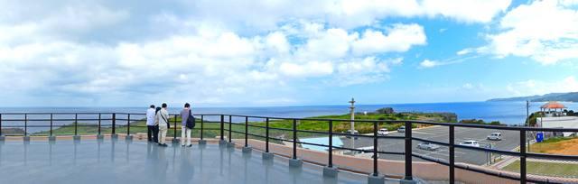 辺戸岬観光案内所の屋上展望台