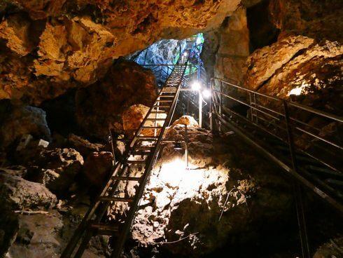 金武鍾乳洞の古酒蔵・龍の蔵、地下30m