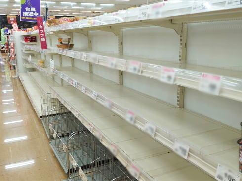 台風や自然災害前に、スーパーから消える!普段から備えておきたい売切れ必至の商品