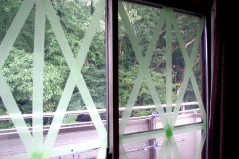 台風が来る前にやっておきたい 窓ガラス飛散防止