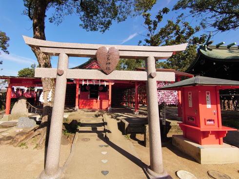 恋木神社は全国唯一、お守り・御朱印・おみくじもピンクでハート!