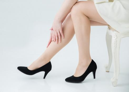靴擦れ対策で、痛みや水ぶくれにサヨナラ!かかとパットで新品の靴でも快適