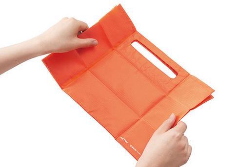 コンビニエコバック「パッタン」は薄型で折り畳みラクラク