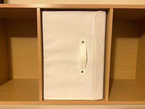 カラーボックス横置きに使える、スリーコインズの「フタ付前開きワイド収納BOX」